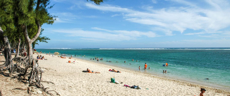 Découvrez la plage de l'Hermitage à Saint-Gilles les Bains avec Keylodge, votre conciergerie saisonnière à la Réunion