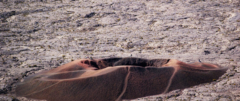 Découvrez le Cratère Formica Léo au piton de la Fournaise  avec Keylodge, vos locations saisonnières à la Réunion
