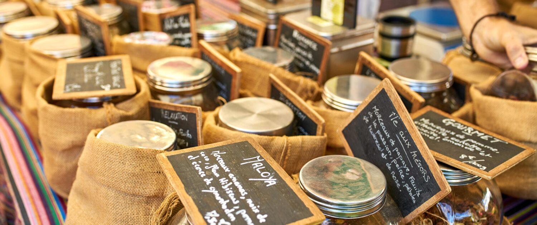 Dégustez du thé sur la marché de Saint-Pierre - Keylodge locations saisonnières à La Réunion
