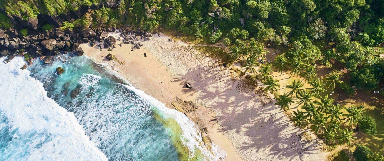 Profitez de la plage de grande anse près de Saint-Pierre avec les locations saisonnières Keylodge