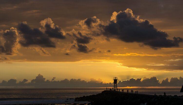 Découvrez les plus beaux couchers de soleil avec Keylodge, votre expert de la location saisonnière à la Réunion