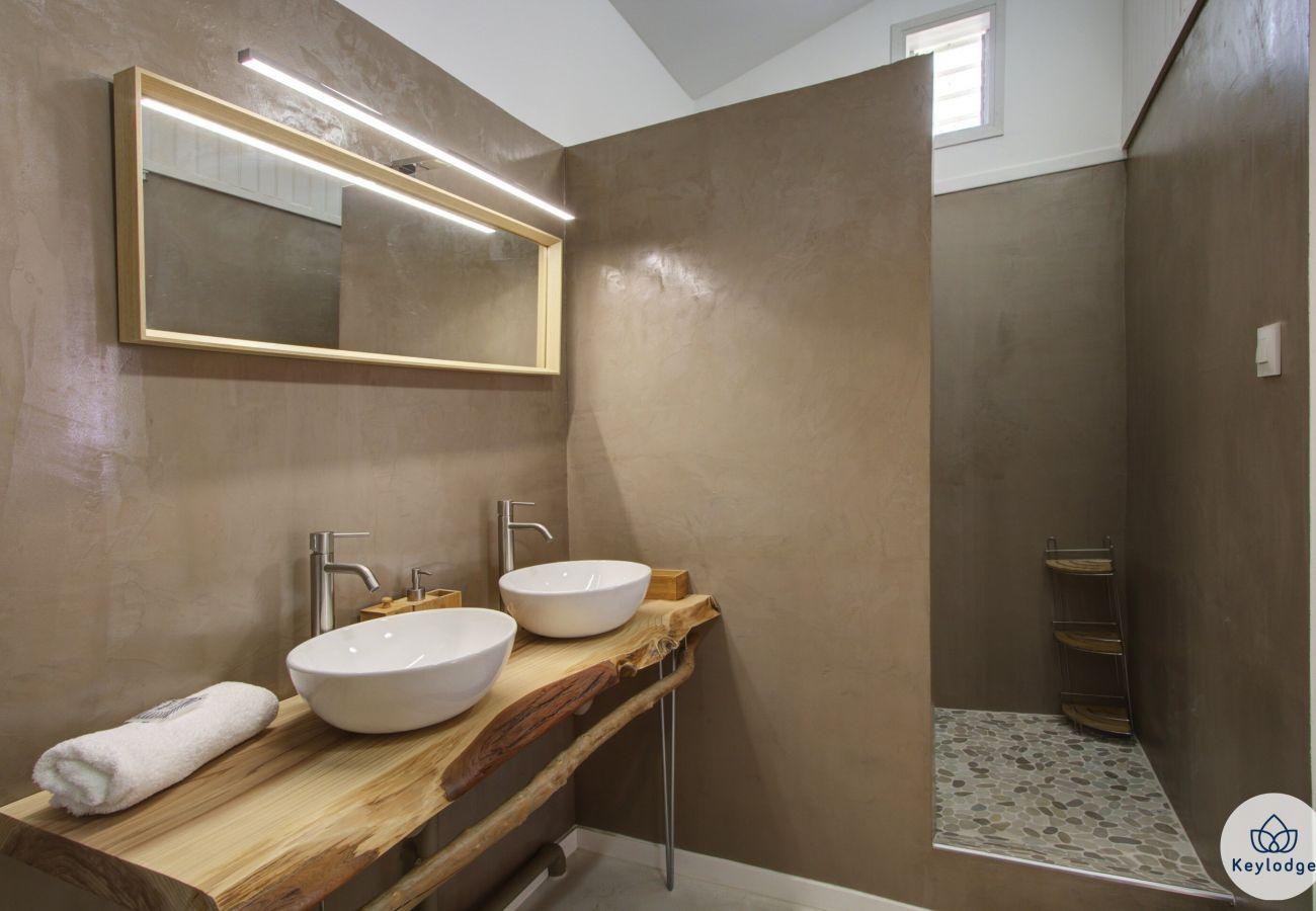 Rent by room in Sainte-Clotilde - Guest room « Le Capucin » - Les Ser(e)ins – Nature – St-Denis