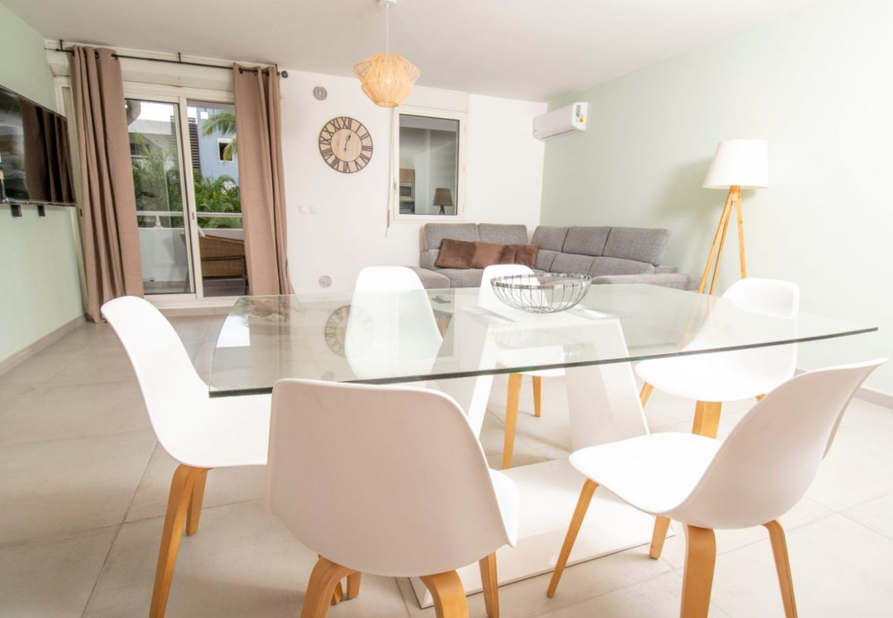Apartment in Sainte Clotilde - T3 - Ombrière 3***-  65m2 – renovated - 10 mn airport