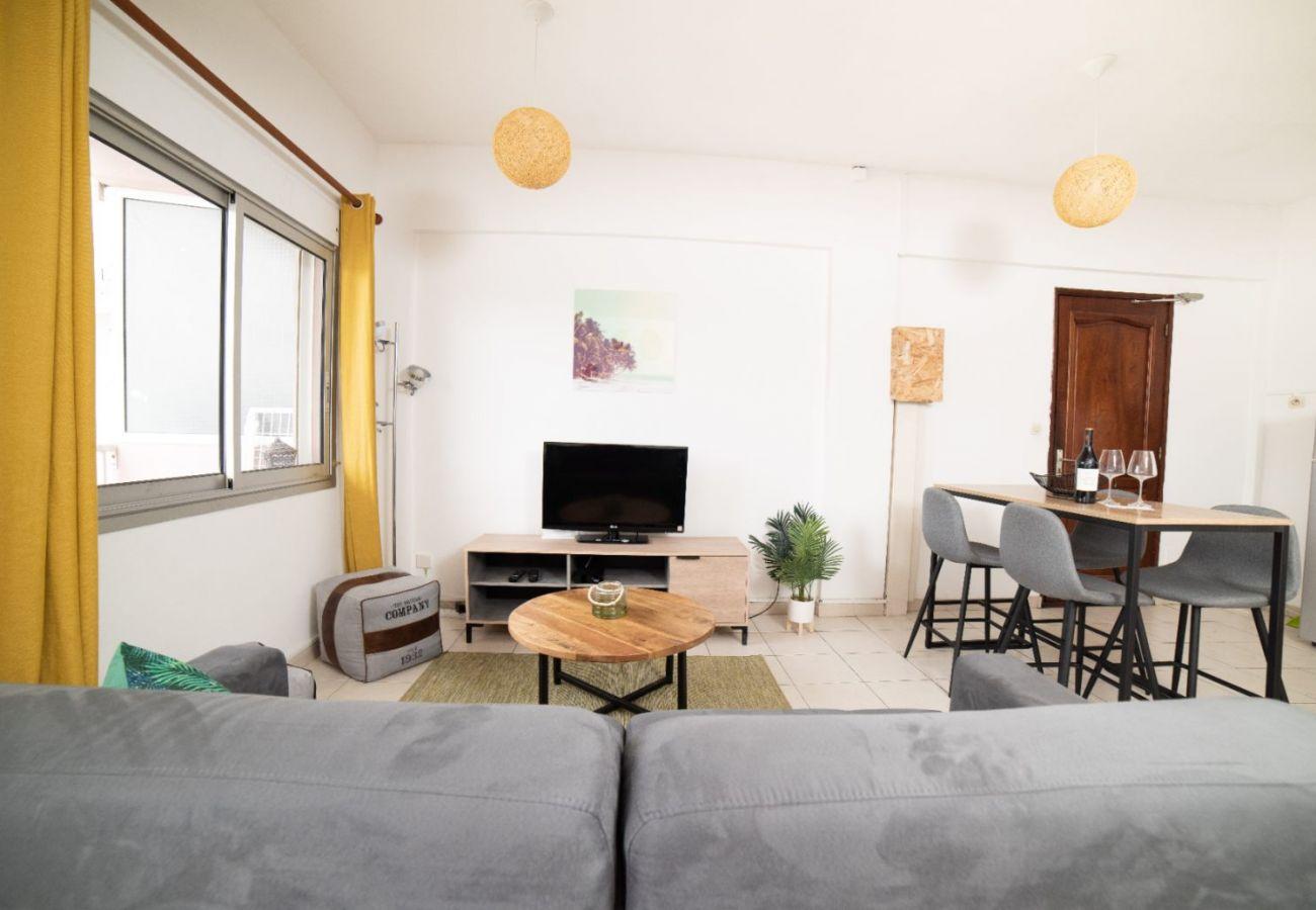 Studio in Sainte-Clotilde - T1 - Le Calou 2** - 35m2 - Renovated - 10mn from airport