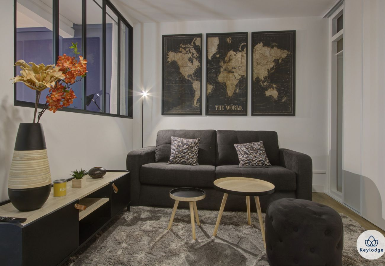 Apartment in Saint Denis - T2 – Black & Wood 3*** - 45m2 – 5min from city center - Saint-Denis