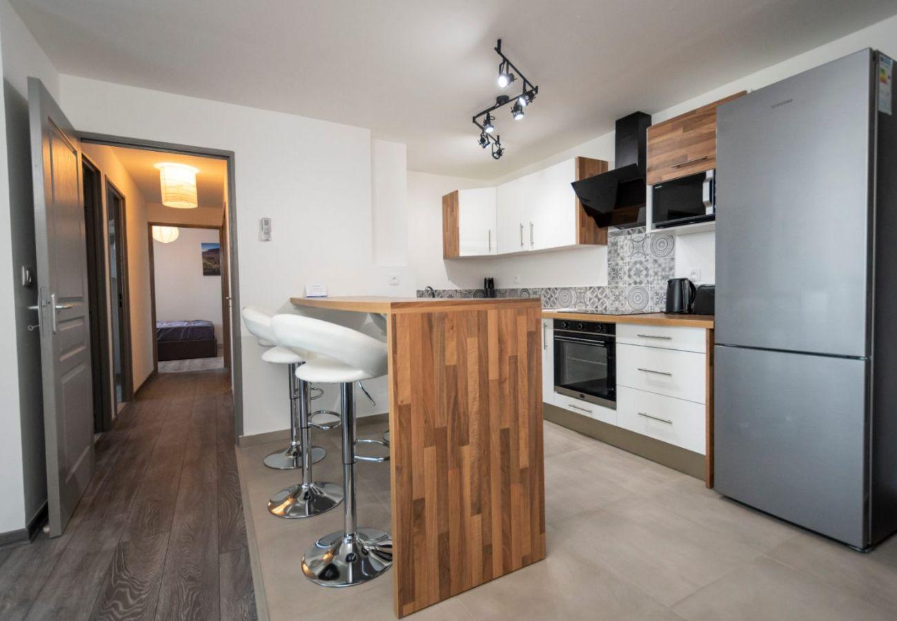 Apartment in Sainte-Clotilde - T4 - CozyLodge - 70 m2 - Renovated - 10 mn from Saint-Denis airport