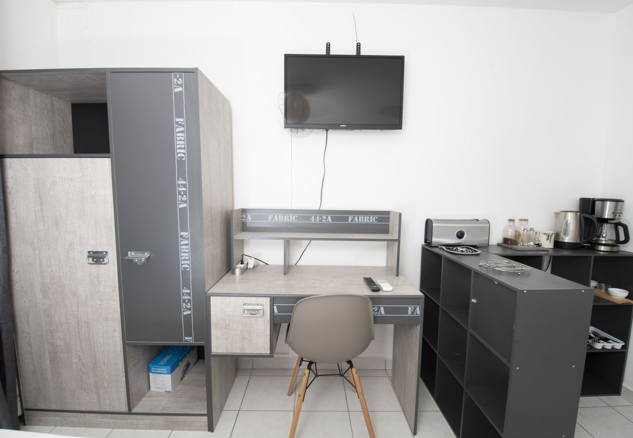 Studio in Sainte-Clotilde - T1 - RunStudio - 25m2 - 5' from the Sainte-Clotilde clinic