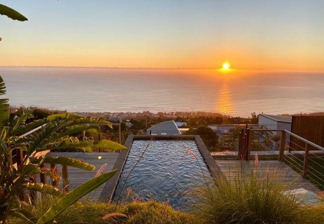Villa/Dettached house in SAINT-LEU - Villa Paloma - 140 m2 - Swimming pool - Exceptional view of the ocean - Saint Leu