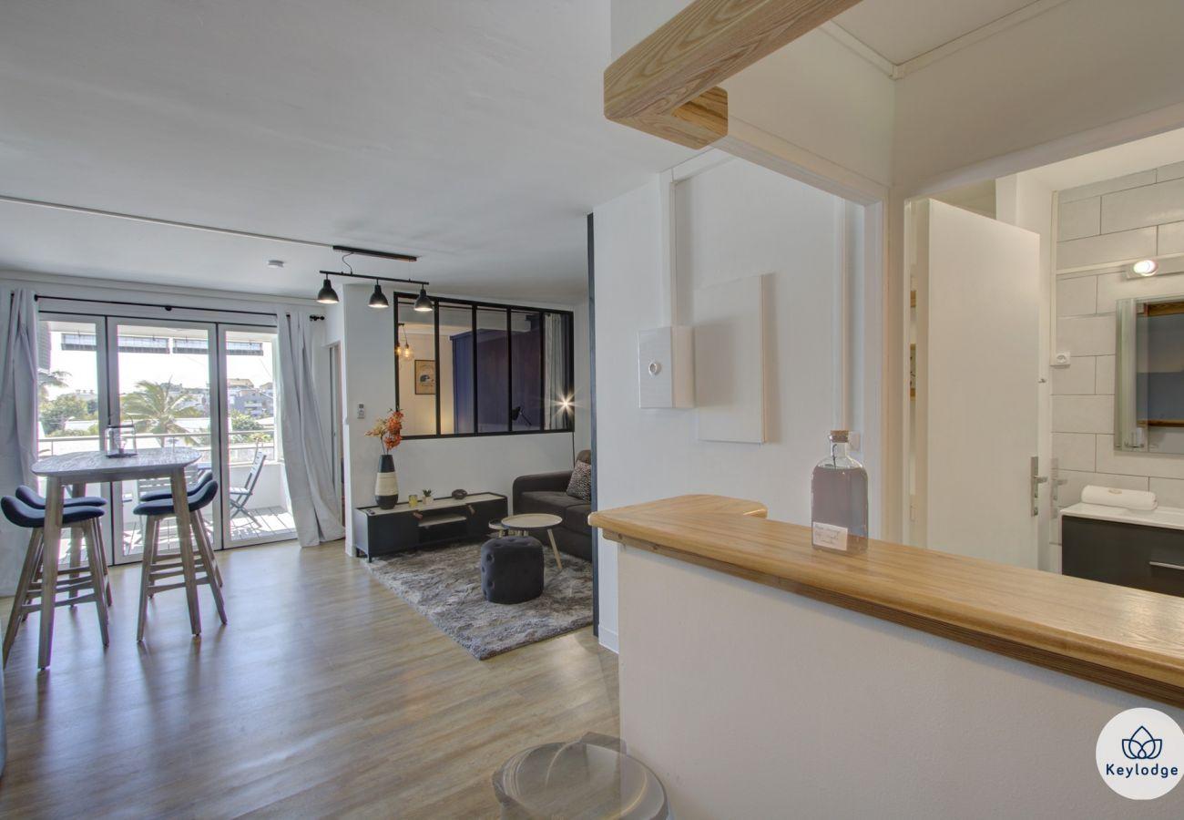 Appartement à Saint Denis - T2 - Black & Wood 3*** - 45m2 - 5min centre ville - Saint-Denis