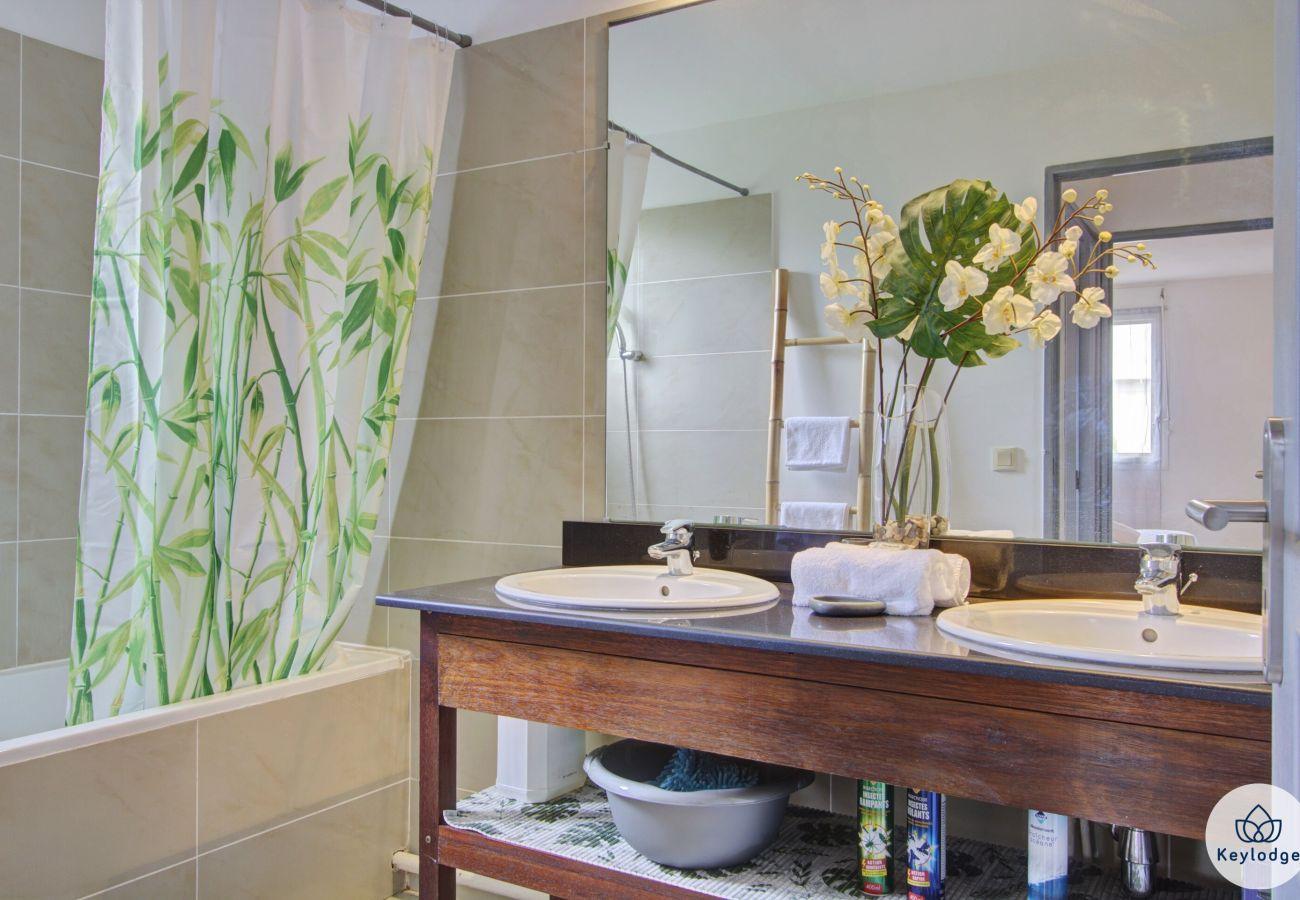 Appartement à Sainte-Clotilde - T3 - Ti Cactus - 50 m2 - Terrasse – 8 mn aéroport Saint-Denis