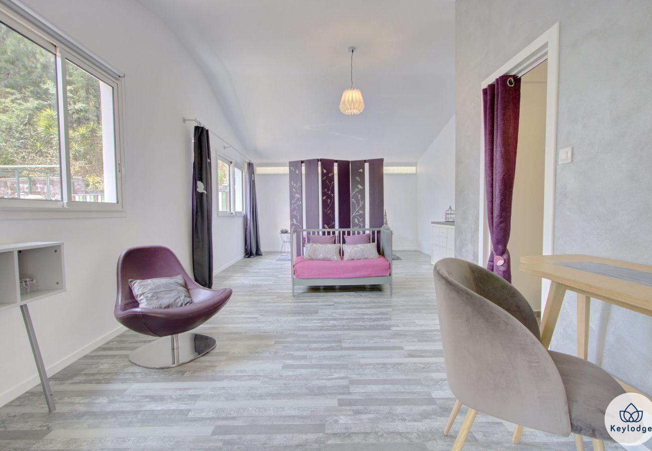 Chambres d'hôtes à Sainte-Clotilde - Chambre « La Vierge » - Les Ser(e)ins – Nature – St-Denis